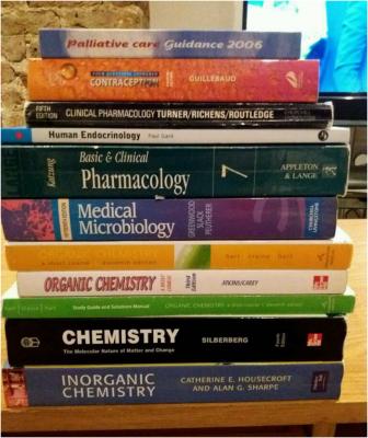 Thói quen đọc sách là thói quen tốt mà sinh viên ngành Dược cần phải có