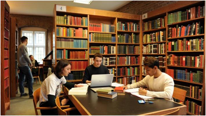Thư viện là một trong những địa điểm thu hút đông đảo sinh viên vào mùa thi