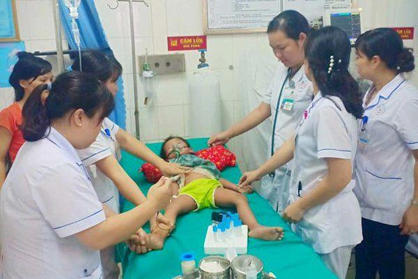 Nhiều trường hợp trẻ bị sốc phản vệ sau khi tiêm vắc xin