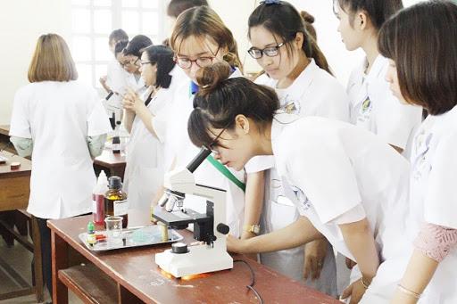 Sinh viên ngành Dược