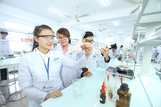 Sinh viên ngành Dược học gì